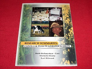Image for Research Summaries : Canola & Peas in Livestock Diets